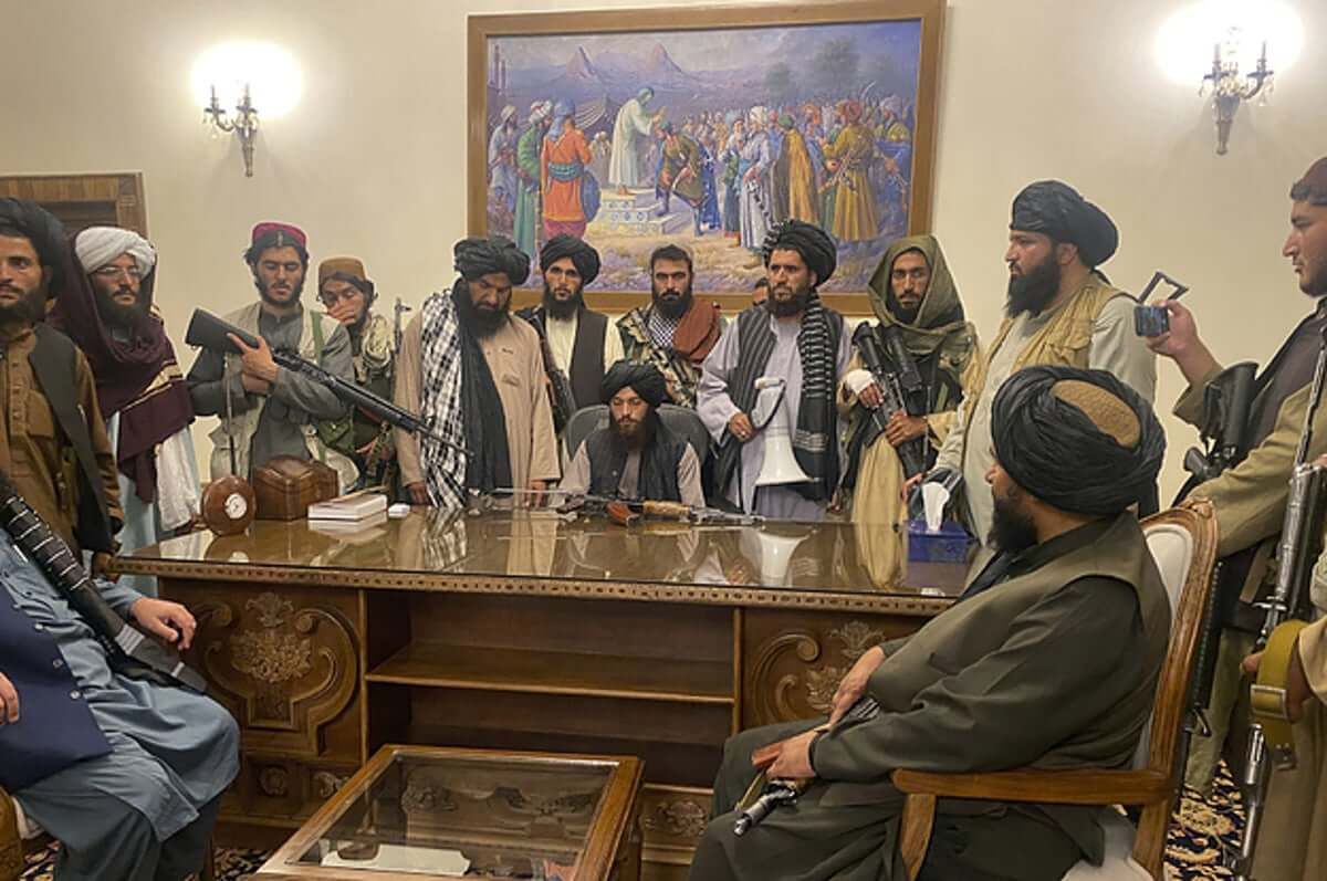 Taliban leaders in the Presidential palace, 15 Aug 2021
